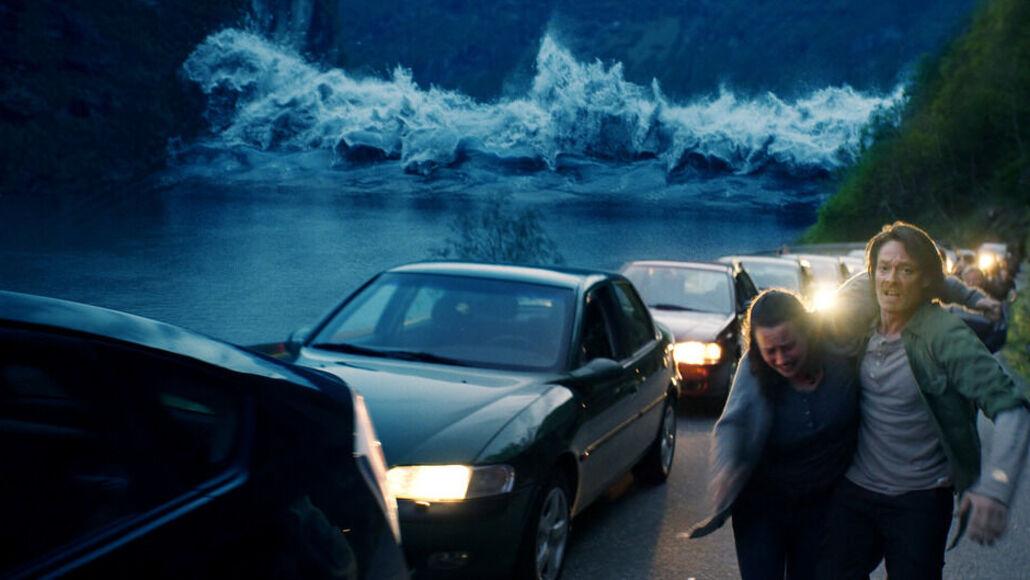 На маленький норвежский городок обрушивается цунами