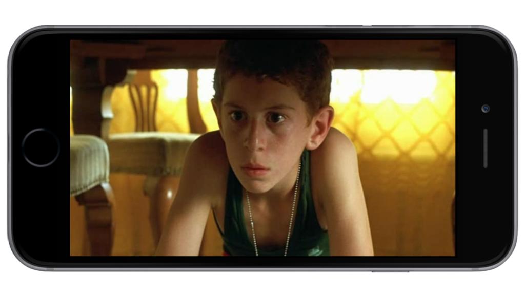 Фильм, где мальчик сидел под столом